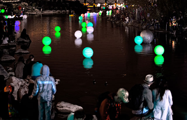 River of Light 2010 -  Arrivals: The spheres as they enter the lagoon area for collection (image credit - Carlos Amet)